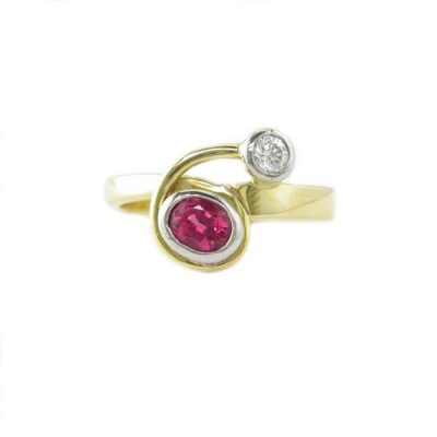 Dress Rings 18ct. Yellow Gold Ring set with Spinel and Diamond