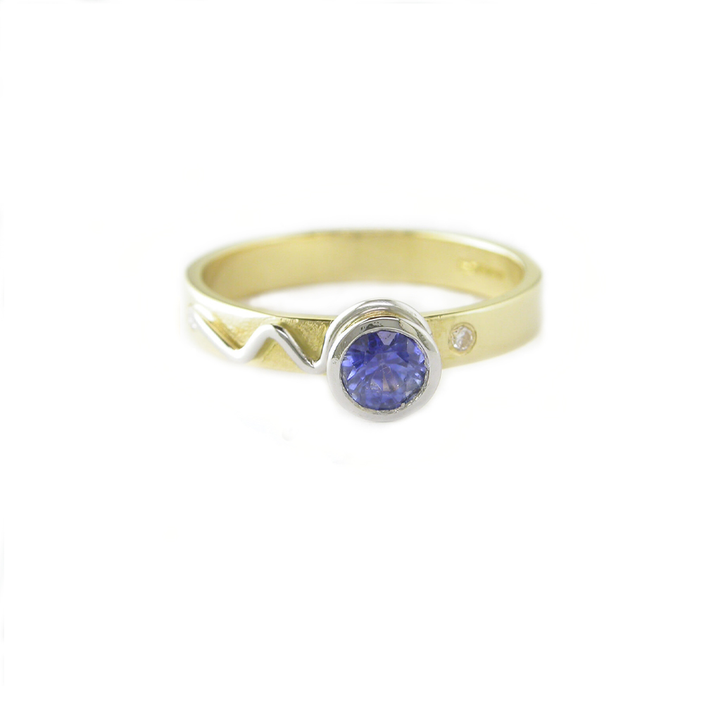 18ct. Yellow Gold Ring with a Blue Sapphire